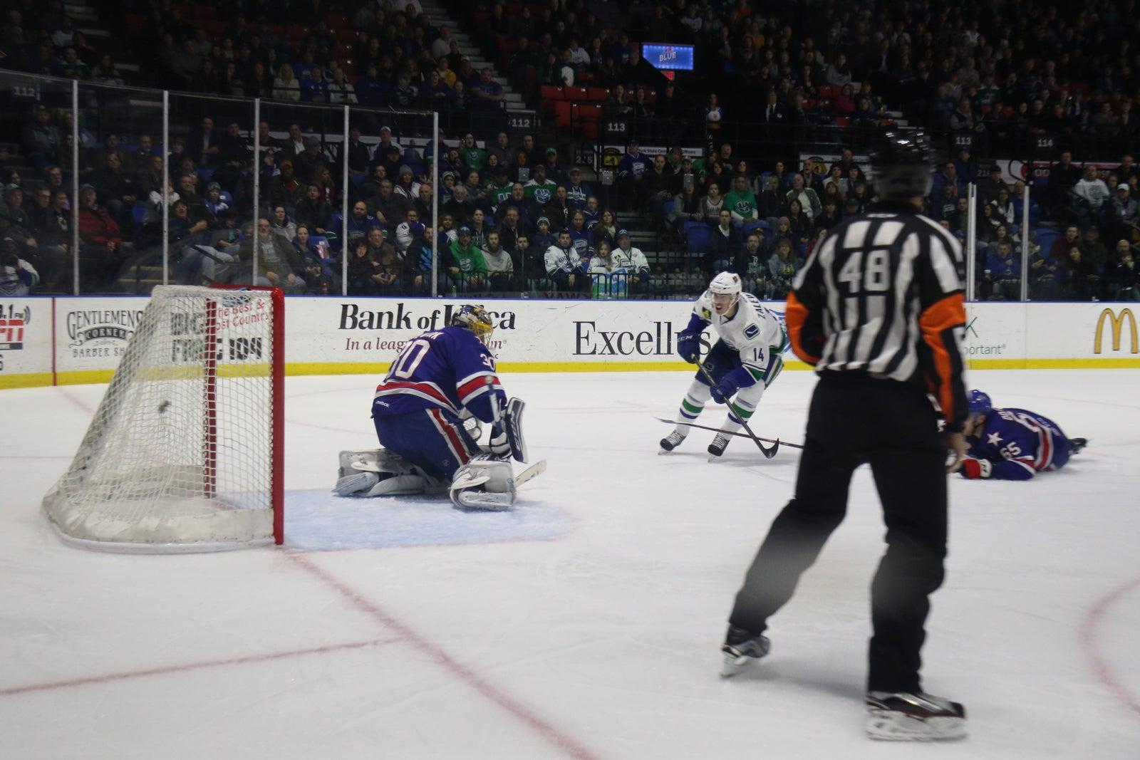 Zalewski Shines Again in Comets Win