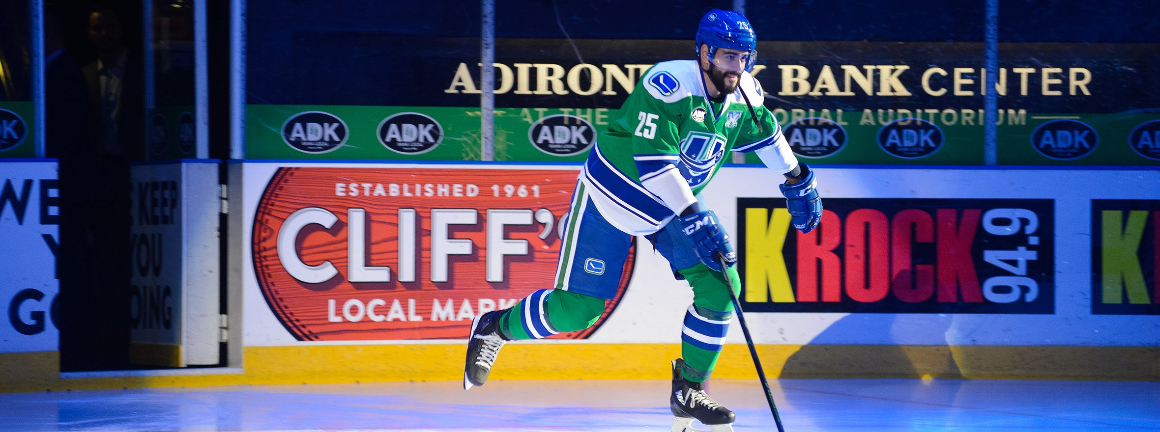 CANUCKS RE-SIGN DARREN ARCHIBALD
