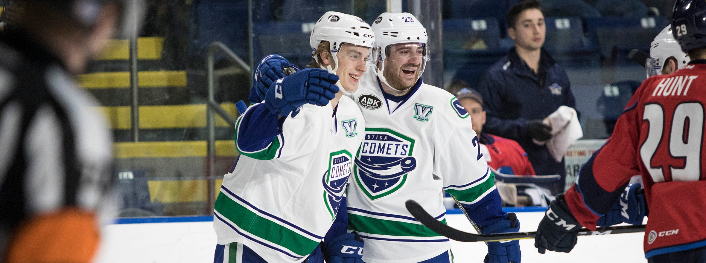 COMETS REIGN OVER THUNDERBIRDS IN A WILD AFFAIR